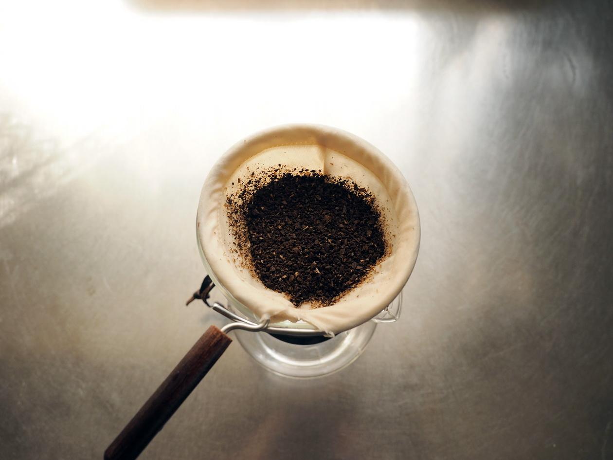 コロンビア_ネルドリップ_コーヒー豆を挽いたところ_姫路珈琲物語 クマネコ舎