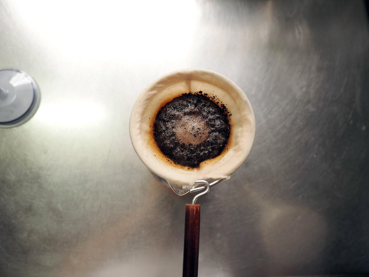 コーヒー豆の通販_購入のマタタビ珈琲豆店_エチオピアの抽出中(ネルドリップ)