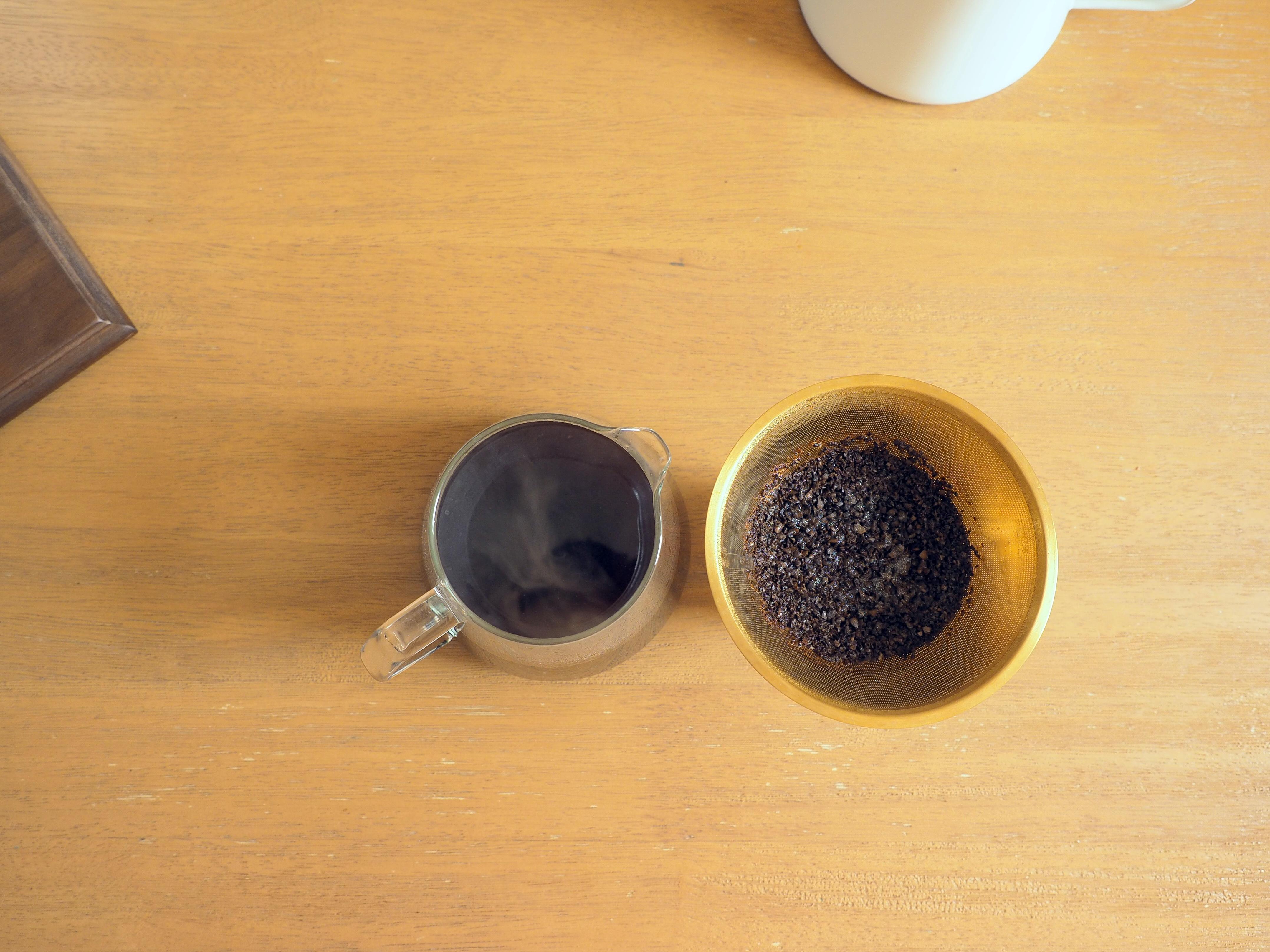 コーヒー抽出完了_Tukikoyaのケニヤ エンデベス農園 ナチュラル_KINTOの金属フィルターでドリップ