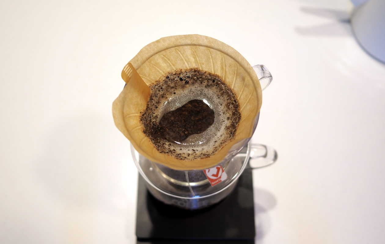 仙台のカフェ デアストア(darestore)のコーヒー_エチオピア ウォルカバンコゴティティをV60でドリップ_抽出終了間近