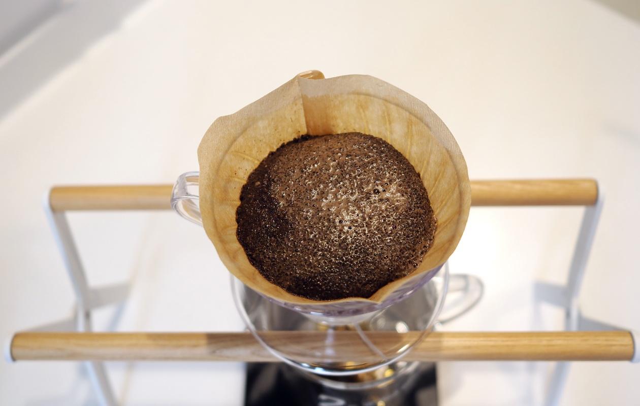 堀口珈琲の6種お試しセット_ケニヤ カラツ ハイロースト-ハンドドリップで抽出_蒸らし中