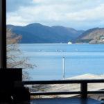 箱根_畔屋内_カフェ湖紋からの眺め