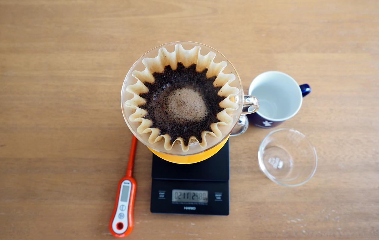 通販で藤田珈琲からコーヒー豆のお取り寄せ_プレミアムラオスブレンド_抽出中