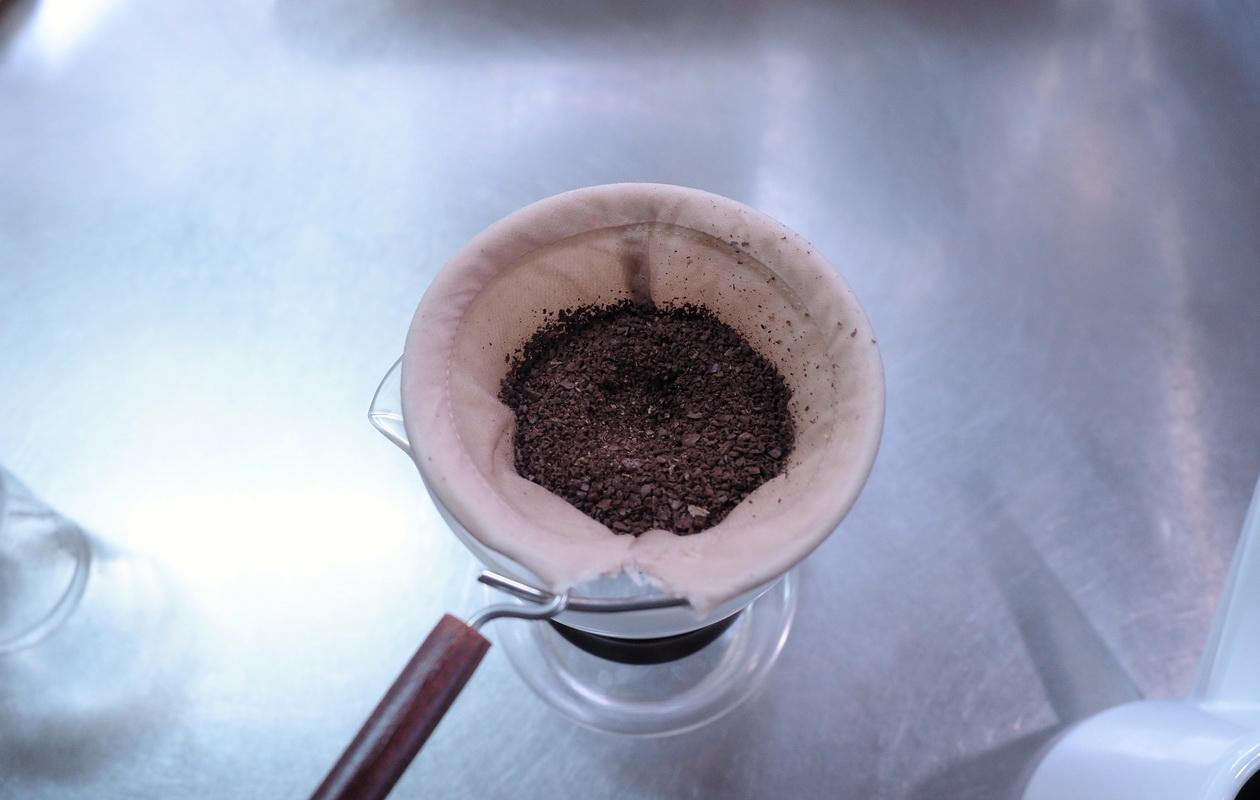 珈琲丸から取り寄せたエチオピア イルガチェフG1 ナチュラルの抽出はネルドリップで