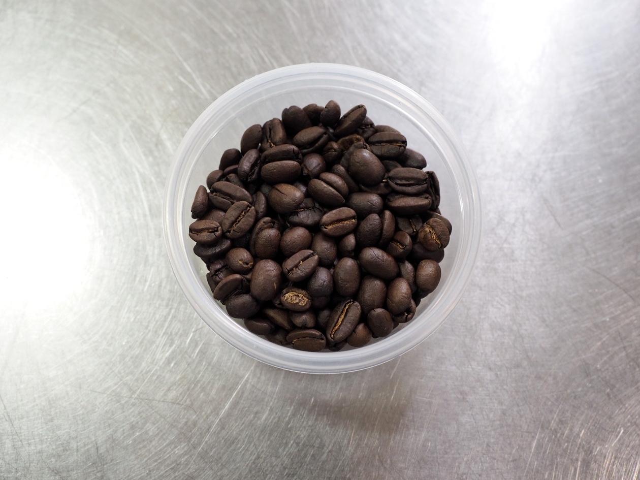 ホームロースターRT-01でコーヒー焙煎後は均一に焙煎され状態良し