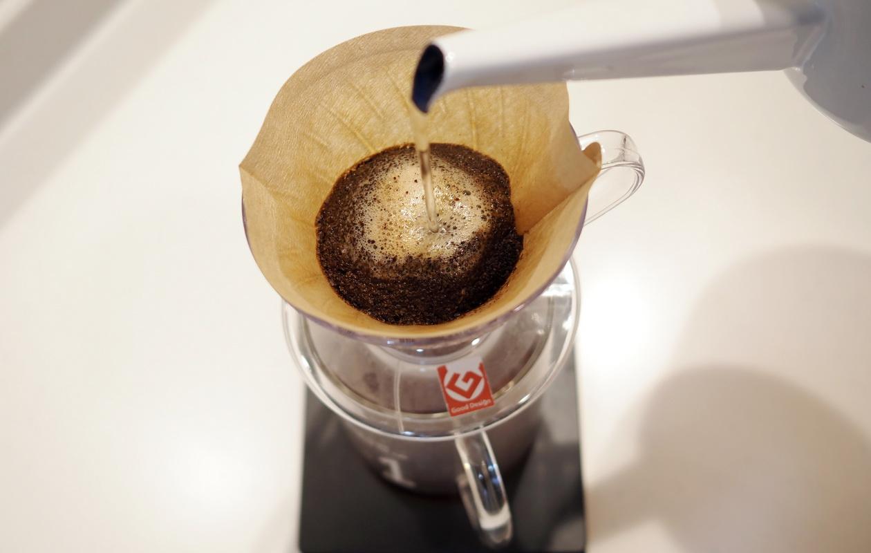 仙台のカフェ デアストア(darestore)のコーヒー_エルサルバドル ペニャレドンダをV60でドリップ開始