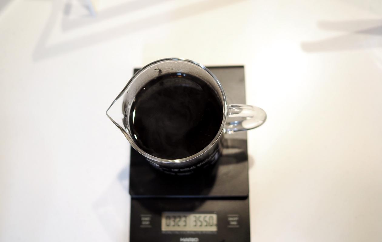 堀口珈琲の6種お試しセット_ケニヤ カラツ ハイロースト-ハンドドリップで抽出完了