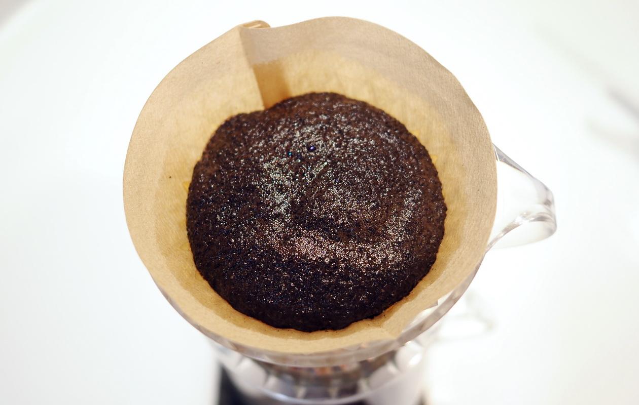 堀口珈琲の6種お試しセット_LCFマンデリンをハンドドリップで抽出_蒸らし中