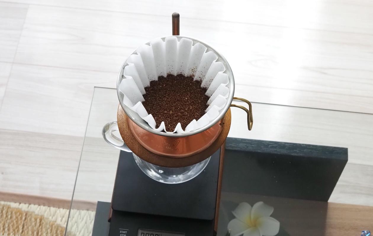 NaoCoffeeのNao Blend-コーヒーの抽出準備kalita wave-